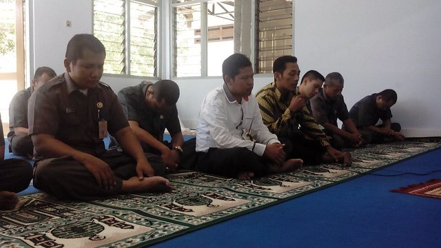 Suasana doa bersama untuk Almarhum Husni Kamil Manik(11/7)