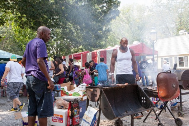 Dave McDonald and Bates, SEIU Local 1, grilling some mean burgers for their members. Photo: Paul Breidenbach, C4AD.