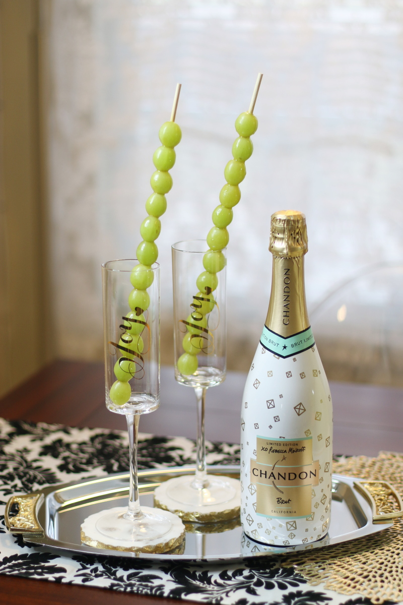 NYE-traditions-champagne-12-grapes-1