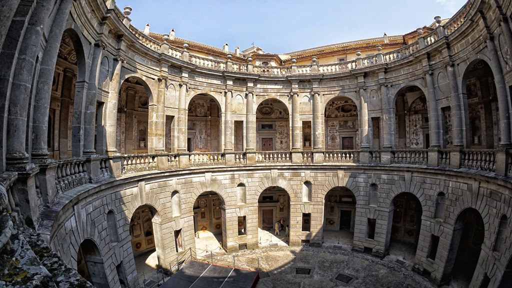Cortile di Palazzo Farnese