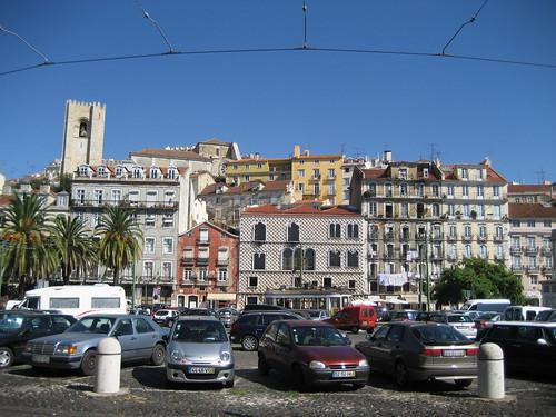 Barrio de Alfama y Castillo, desde Rua da Alfandega. ViajerosAlBlog.com.