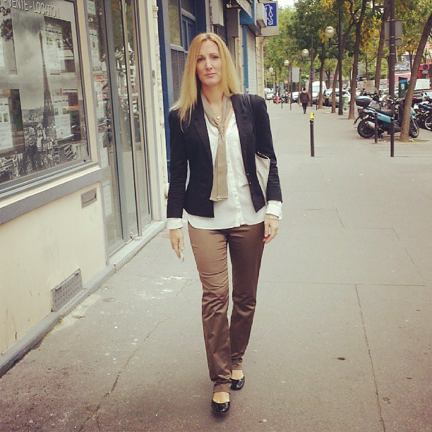 Today's outfit : jacket : H&M, blouse : Zara, tie : Hermès, pants (dégriffé), shoes : Hermès, bag : Kasia Dietz.