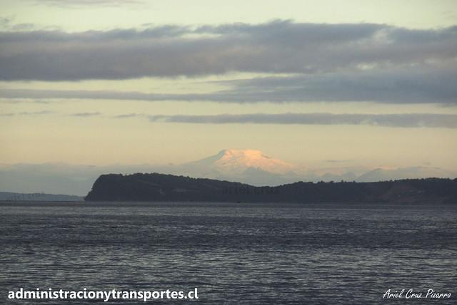 Volcán Michinmahuida desde Quemchi (Chiloé)