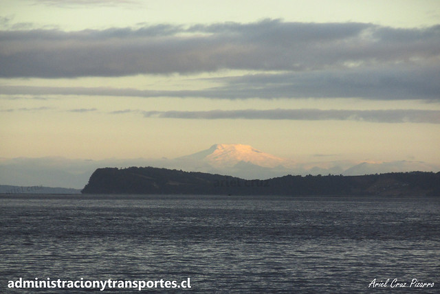 Volcán Michinmahuida desde Quemchi (Chiloé)