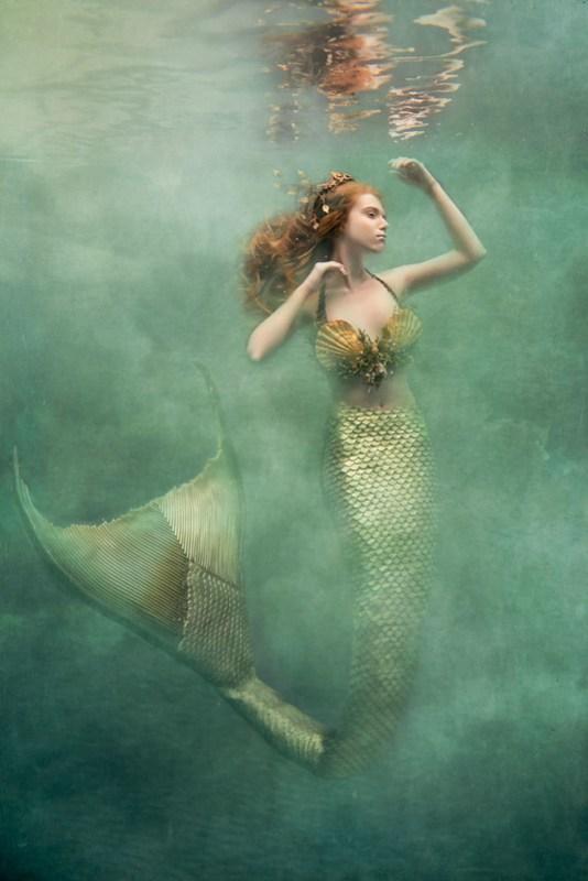 I-Am-An-Underwater-Fine-Art-Portrait-Photographer-But-Not-Because-I-Want-Underwater-Photos-583b5e2e2b04a__880