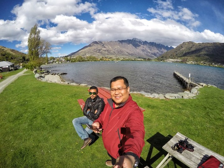 At Frankton Arm walk tepi Lake Wakatipu