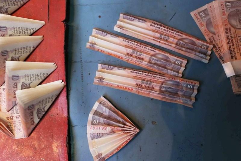 City Life - The Art of Currency Garland, Chitli Qabar Chowk