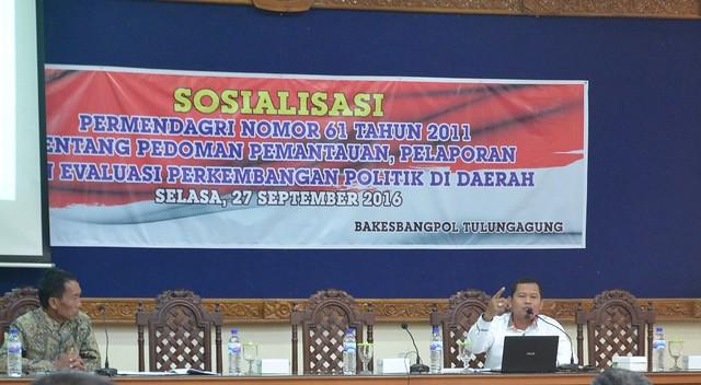 Suprihno saat menyampaikan materi dalam sosialisasi Pilkada Serentak 2018 Kabupaten Tulungagung(27/9)