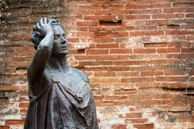 Margarita Xirgu. Obra de Eduardo Acedo. La estatua, la foto es mía.