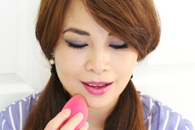 makeup-applying-tinted-moisturizer-10
