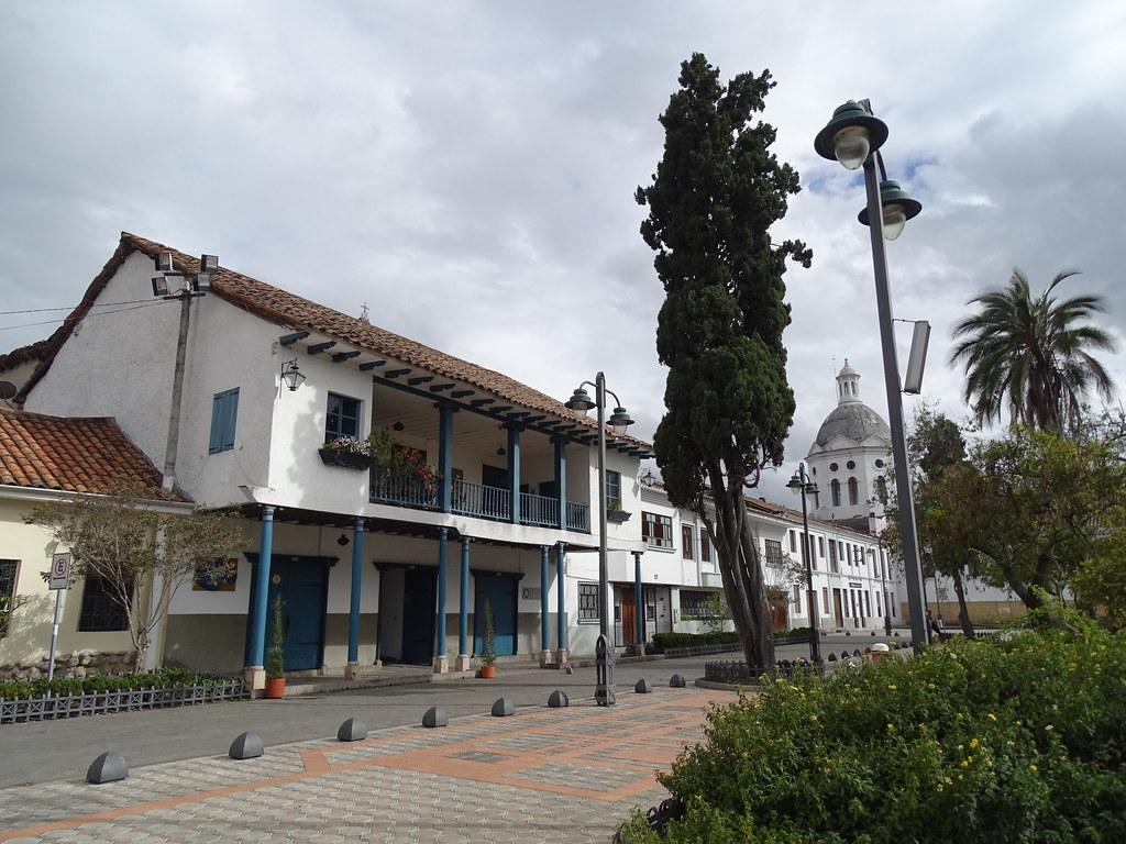 Plaza de San Sebastián Cuenca Ecuador 05