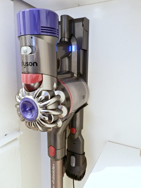 dyson V8 absolute + in carica
