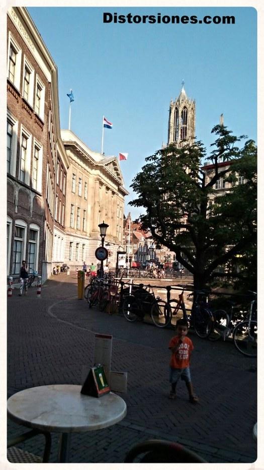 Stadhuis con el Domtoren al fondo