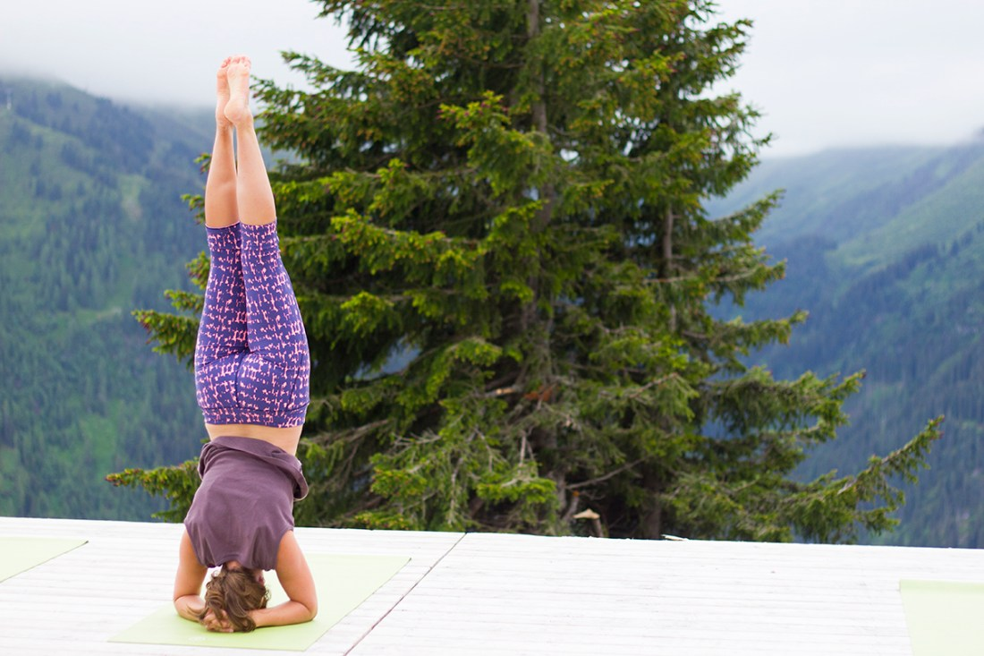 the-girl-outdoors-yoga-headstand