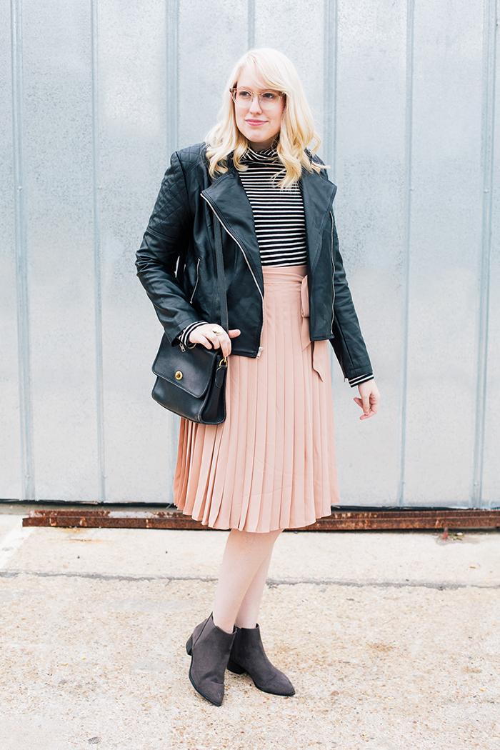 austin style blogger blush midi skirt moto jacket3