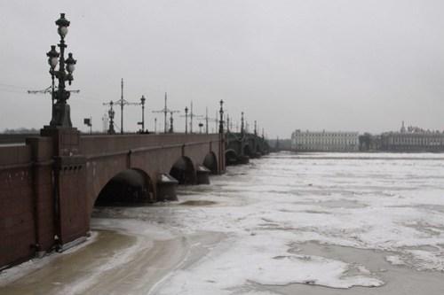 Looking over the Тро́ицкий мост (Trinity Bridge) from Petrogradsky District