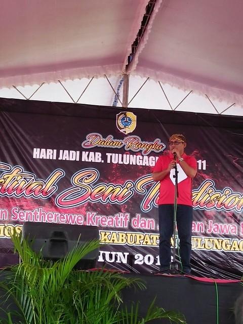 Bupati Syahri Mulyo saat membuka Festival Jaranan Sentherewe (6/11)