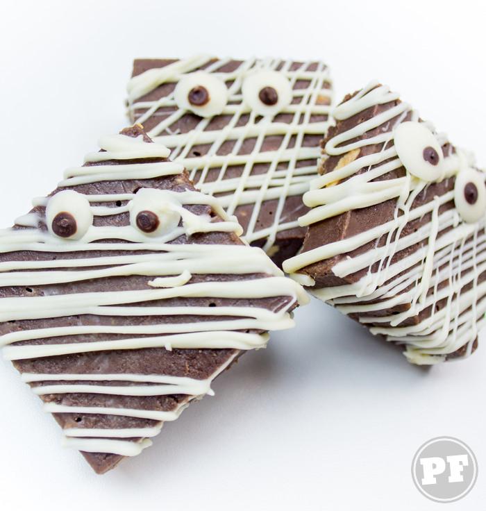 Múmias de Fudge de Chocolate e Pasta de Amendoim por PratoFundo.com