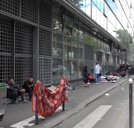 16f15 Refugiados Pidiendo asilo refugio_0010 variante Uti 465