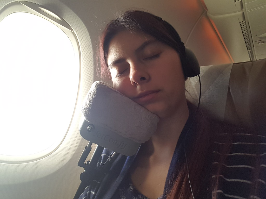 JetComfy The travel pillow reinvented