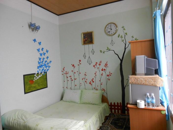 """Phòng """"Con bướm xinh"""": đầy đủ tiện nghi, vệ sinh trong, 180k/ngày/2 khách"""