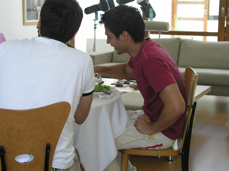 Piolo eating at home