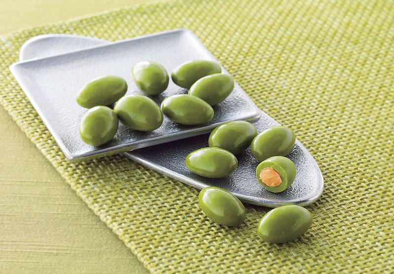 on-mat-macca-almonds