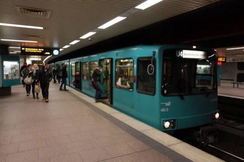 VGF U3-465 arrives at Hauptbahnhof with a U4 line service