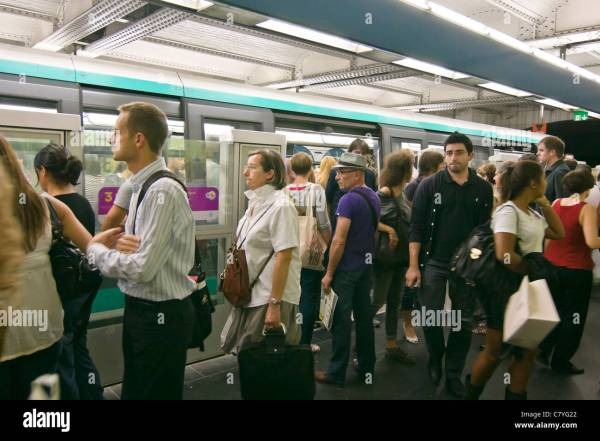 People in crowded Hotel de Ville subway station at rush ...