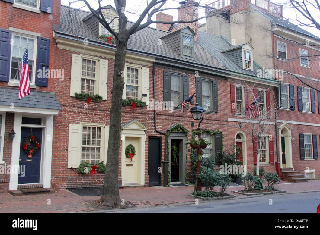 Colonial house christmas decoration ideas for Colonial home christmas decorations