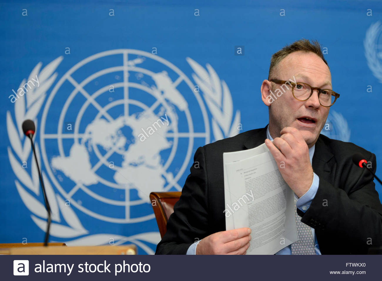 Ben Emmerson, Special Rapporteur on the promotion and protection of human rights while countering terrorism, speaks Stock Photo