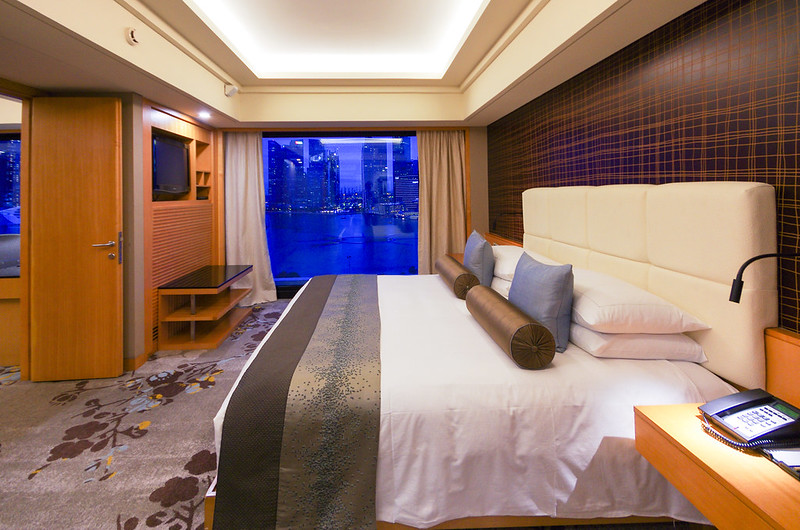 bedroom of marina bay suite - mandarin oriental singapore