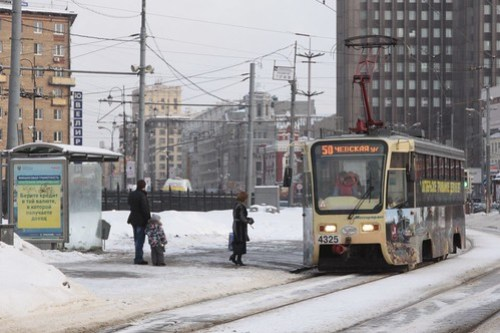 Picking up passengers at Komsomolskaya Square, Moscow tram #4325 on route 50