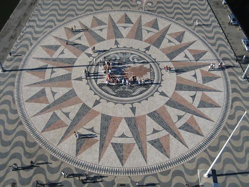 Rosa de los Vientos desde lo alto del Monumento a los Descubrimientos. ViajerosAlBlog.com.