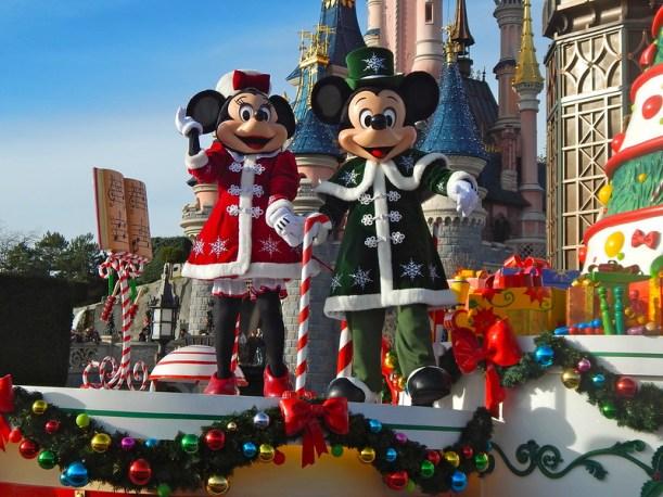 Christmas In Disneyland Paris.Why Christmas Is The Best Time To Visit Disneyland Paris