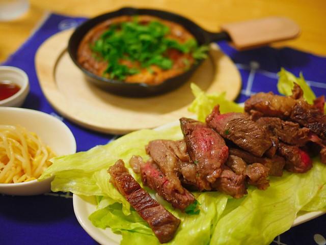 牛レアステーキとスキレットで納豆オムレツ!