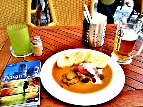 Dónde comer y gastronomía en Praga (República Checa) - Restaurante checo Kotleta. ViajerosAlBlog.com