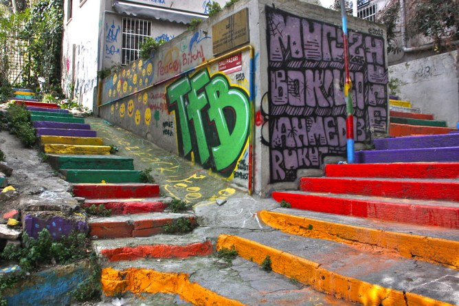 istanbul rainbow stairs portaat