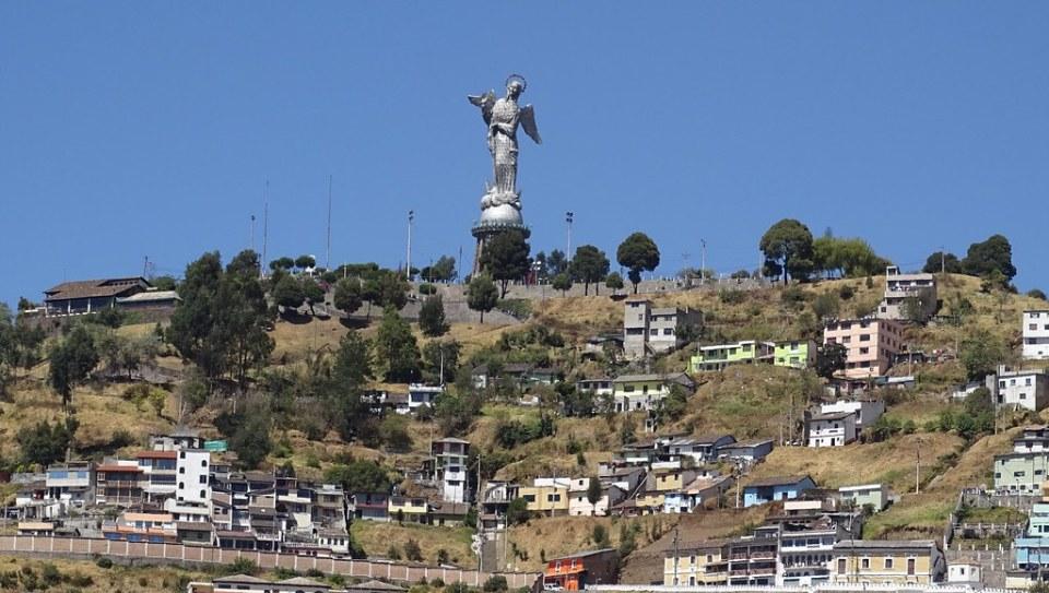 El Panecillo Quito Ecuador 01
