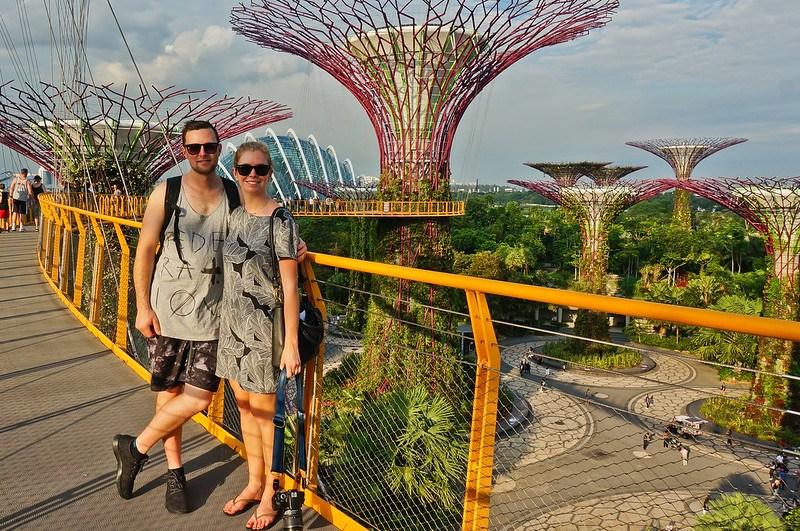 新加坡是个很棒的地方,或者被困在瀑布的地方。食物太好吃了,这太重要了!考虑到36小时后,在这趟旅行里!