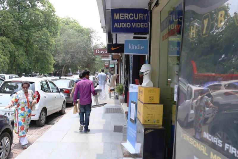 Photo Essay – The Aloneness of Ruchir Sharma, Khan Market