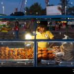 Street Food Vendor With Seafood Snacks In The Evening At Galle Face Green In Colombo Sri Lanka Stock Photo Alamy