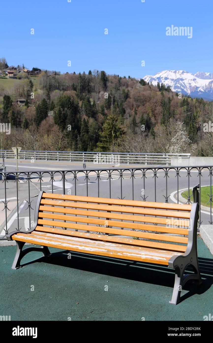 https www alamy com banc en bois jardin du mont blanc saint gervais les bains haute savoie france image352792823 html