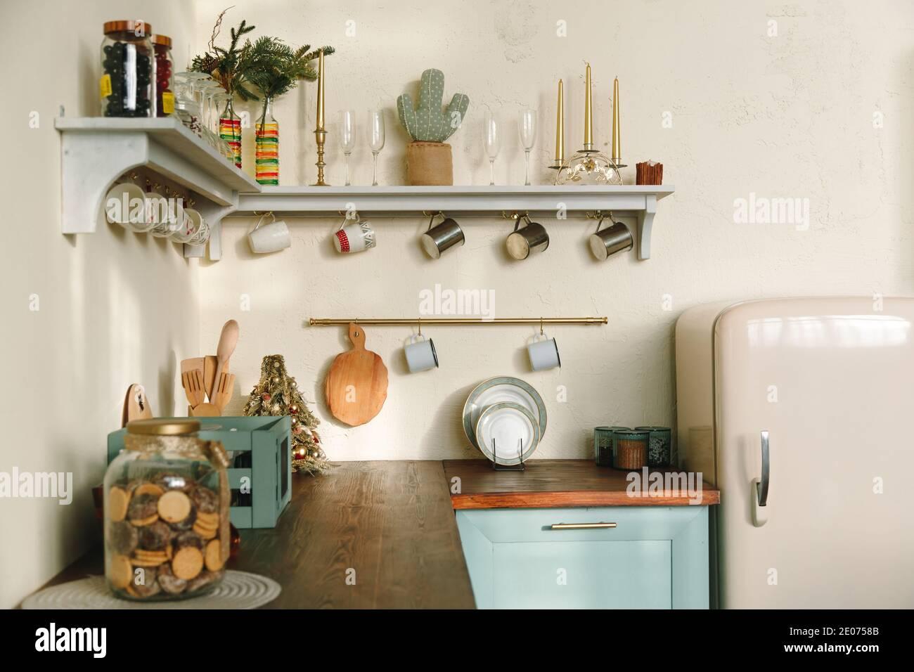 Un salotto o una cucina necessitano di piccoli accessori che,. Rustic Shelves High Resolution Stock Photography And Images Alamy