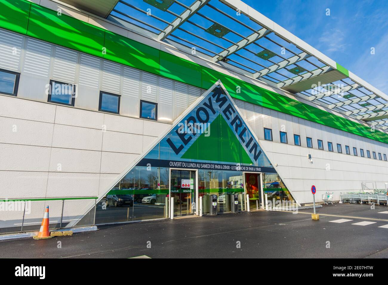 Bois D Arcy France December 30 2020 Main Entrance Of A Leroy Merlin Store An International French Retail Company Specializing In Diy Stock Photo Alamy
