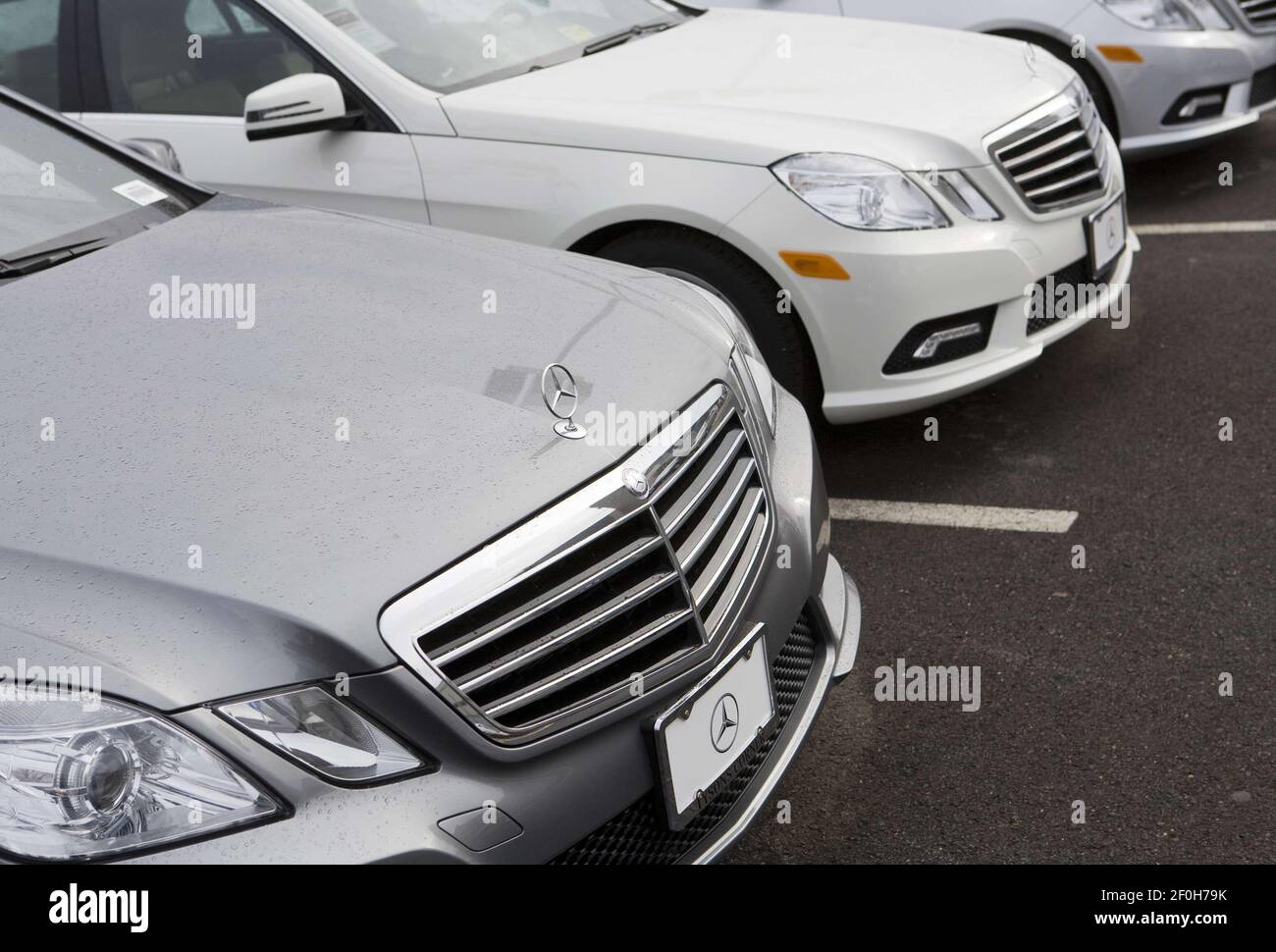 Our car experts choose every product we feature. 25 December 2010 Mclean Virginia A Mercedes Benz Car Dealership In Northern Virginia Photo Credit Kristoffer Tripplaar Sipa Press Mercedesdealer 006 1012262231 Stock Photo Alamy