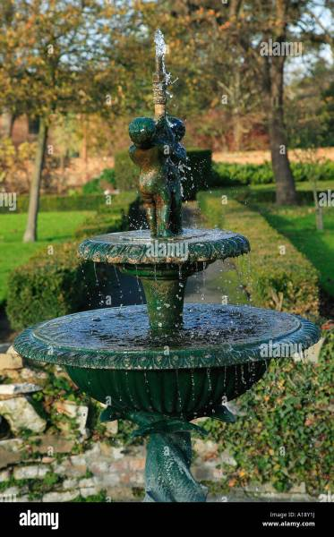 victorian garden fountain Victorian Fountain Stock Photo: 10182269 - Alamy