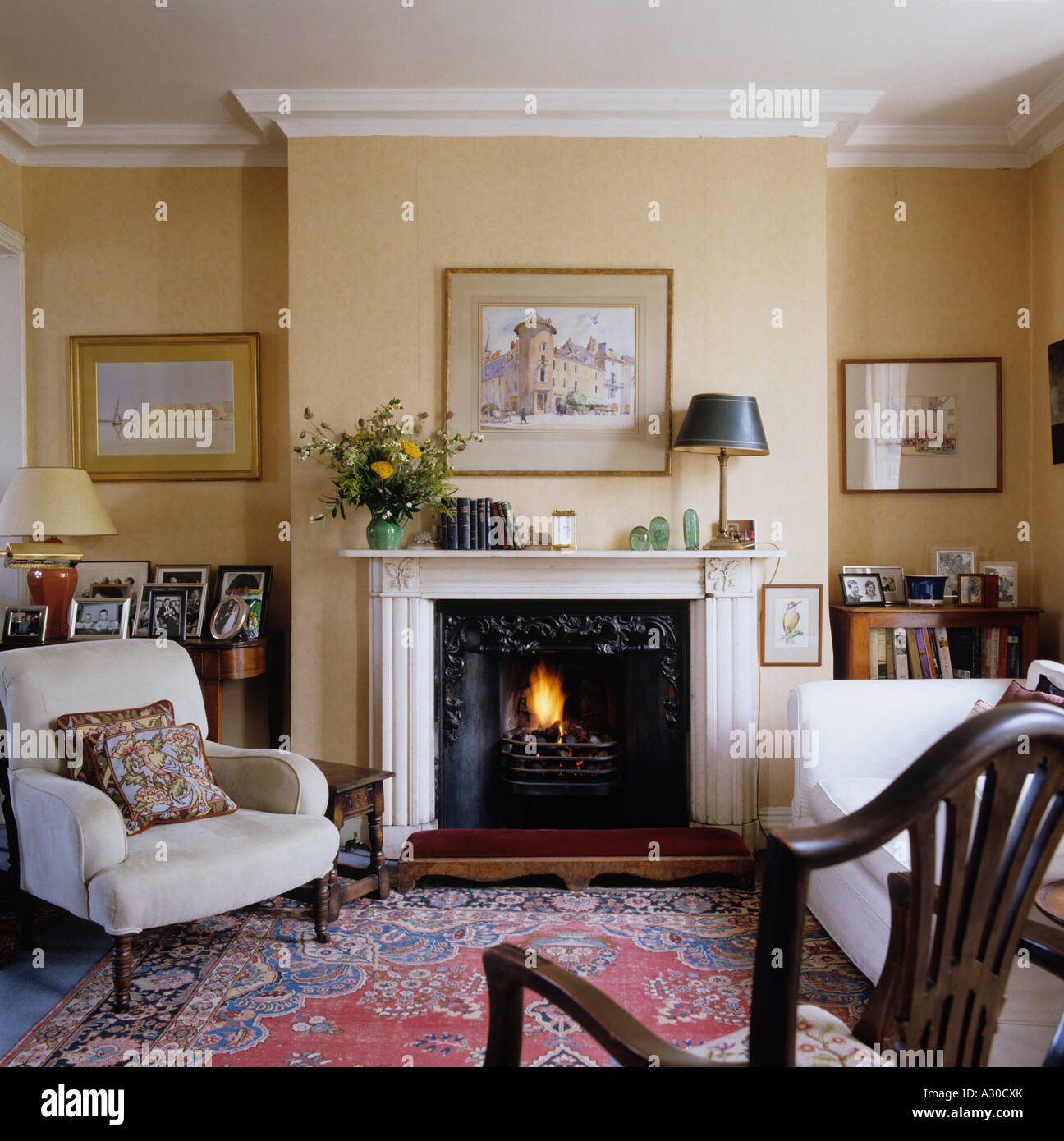 English Country Style Living Room With Mantel Piece Arm