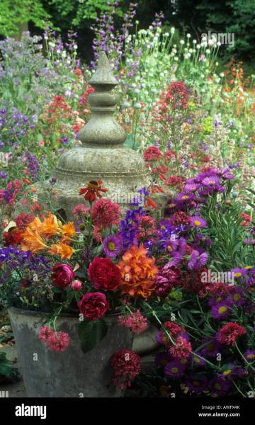 purple and orange flower garden Finial Stock Photos & Finial Stock Images - Alamy