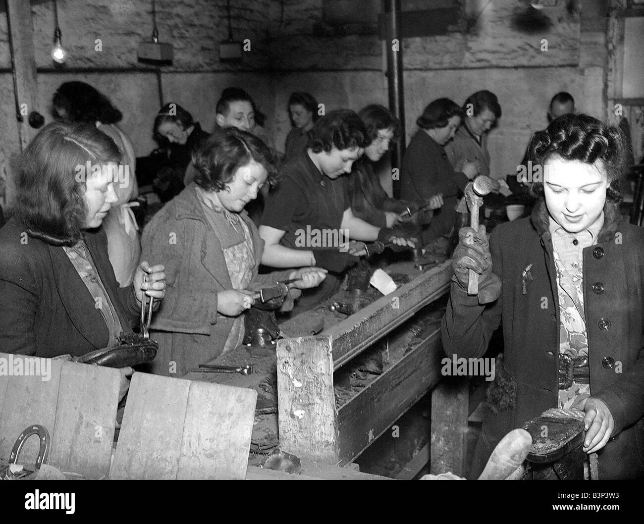 Women Shoe Menders During Ww2 Women Doing Mens Jobs